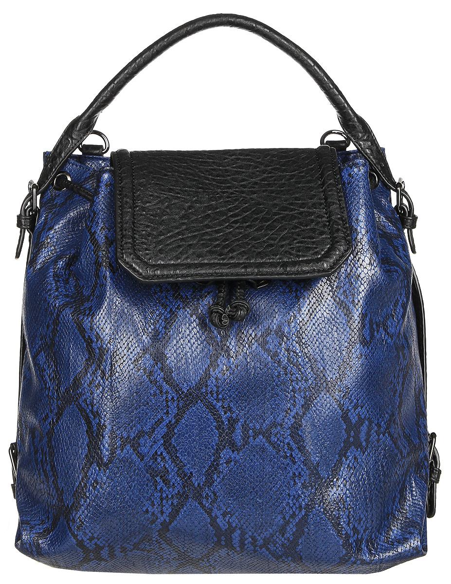 Сумка-рюкзак женская Vitacci, цвет: синий, черный. BD0200BD0200Стильная женская сумка-рюкзак Vitacci идеально дополнит ваш образ. Она изготовлена из качественной искусственной кожи с тиснением под рептилию и оформлена в оригинальном дизайне. Изделие закрывается клапаном на кнопку с магнитом. На тыльной стороне расположен вшитый карман, который закрывается на магнитную кнопку. Внутри находится одно отделение, которое содержит два открытых накладных кармана для телефона и мелочей и один вшитый карман на молнии. Сумка-рюкзак оснащена съемными лямками, фиксирующимися на замки-карабины. С их помощью сумку можно носить на спине как рюкзак. такая оригинальная и стильная сумка-рюкзак подчеркнет ваш неповторимый образ.