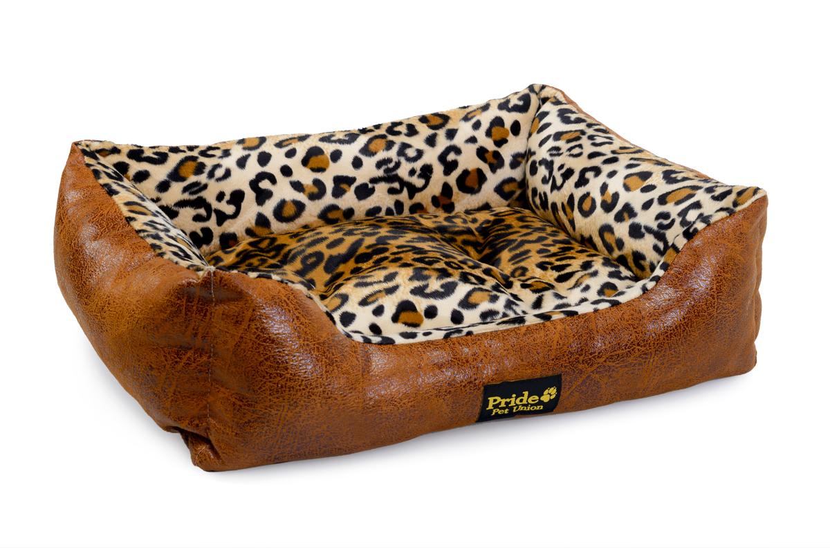 Лежак для животных Pride Кения, 67 х 60 х 23 см10012052Лежак для животных Pride Кения прекрасно подойдет для отдыха вашего домашнего питомца. Предназначен для собак мелких и средних пород. Изделие выполнено из прочной ткани, декорированной красочным принтом. Снабжено невысокими широкими бортиками и съемной мягкой подушкой. Комфортный и уютный лежак обязательно понравится вашему питомцу, животное сможет там отдохнуть и выспаться. Размер лежака: 67 х 60 х 20 см. Состав: наполнитель 100% полиэфирные волокна, ткань 50% синтетическая ворсовая. 50% замша искусственная.