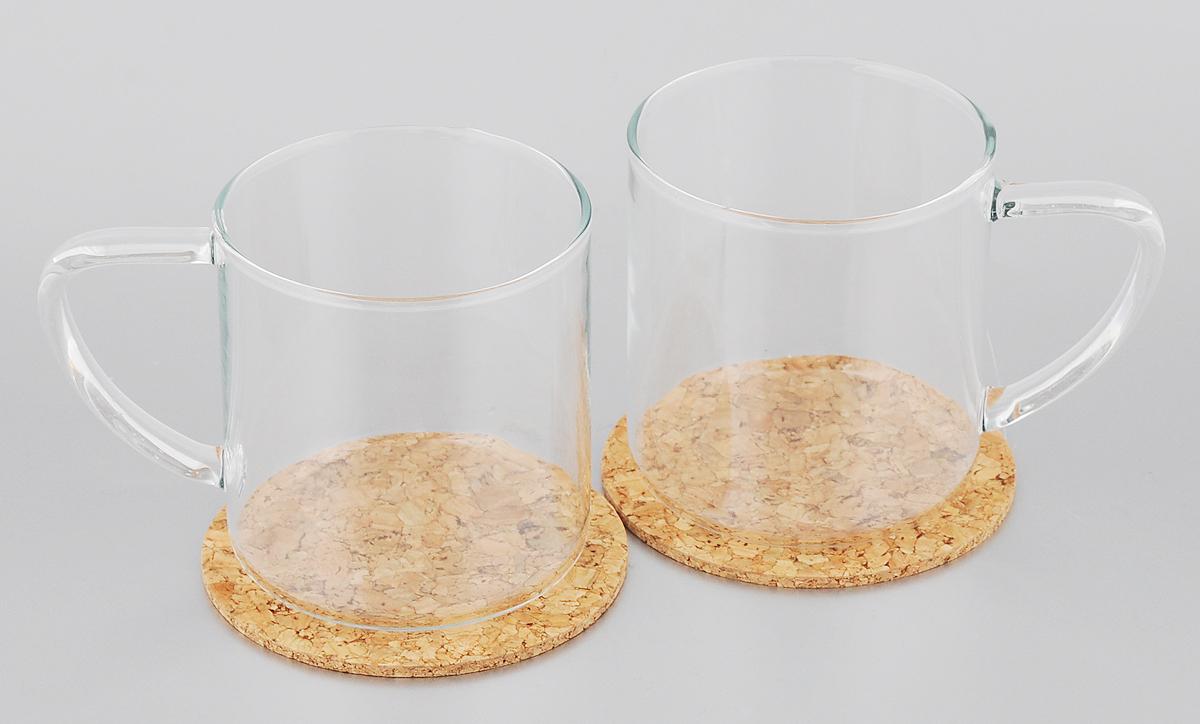 Набор кружек Tescoma Teo, с подставками , 350 мл, 2 шт646692Набор Tescoma Teo состоит из двух кружек, выполненных из боросиликатного стекла. Кружки подходят для подготовки и подачи горячих и холодных напитков. Горячую воду можно заливать прямо в кружку. В комплекте идут 2 подставки, изготовленные из натуральной пробки. Этот необычный набор станет великолепным подарком для каждого и, несомненно, вызовет восхищение. Стеклянные кружки пригодны для микроволновой печи, холодильника и посудомоечной машины. Объем: 350 мл. Диаметр кружки (по верхнему краю): 8 см. Высота кружки: 8,5 см. Диаметр подставки: 9,5 см.
