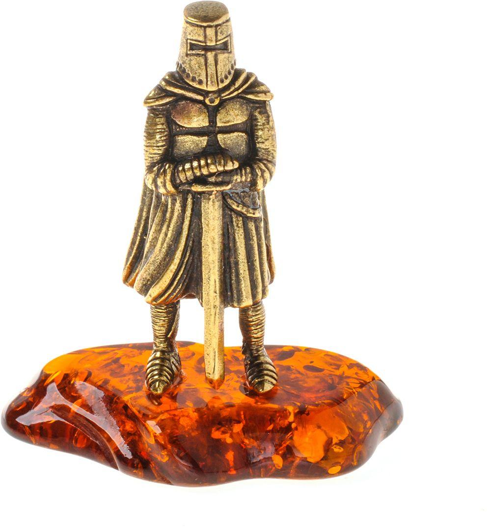 Фигурка декоративная Гифтман Рыцарь с мечем без рогов, материал: латунь, искусственный янтарь. Ручная работа. 5340953409Фигурка на янтаре.