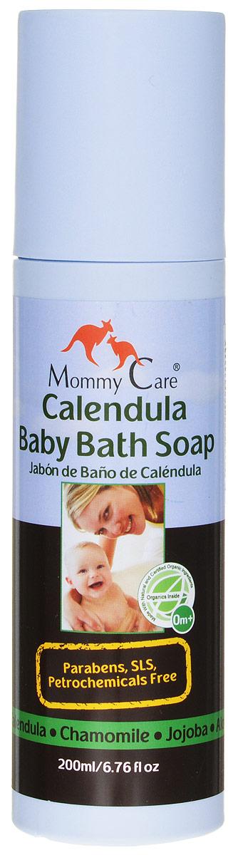 Mommy Care Органическое мыло 200 мл2102Жидкое мыло On Baby создано специально для самой чувствительной детской кожи, поэтому оно содержит только натуральные и органические компоненты. В качестве мылящей основы используется экстракт мыльнянки - уникального растения, которое не только обладает прекрасными моющими свойствами, а также обеззараживает и помогает при раздражениях и воспалениях кожи. Масло жожоба питает, ромашка и календула смягчают и снимают зуд, облепиха заживляет мелкие ссадинки и увлажняет кожу, а минералы Мертвого моря - защищают ее. Лаванда, входящая в состав мыла, мягко готовит ребенка ко сну. Мыло не содержит консервантов, а также вредных химических веществ – парабенов, минерального масла, вазелина, мылящих компонентов SLS и SLES (лаурил-, лауретсульфатов натрия). Идеально подходит как новорожденным, так и взрослым людям, обладающим чувствительной кожей.