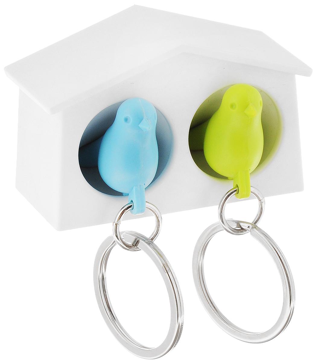 Держатель для ключей Qualy Mini Sparrow, двойной, цвет: белый, зеленый, голубойQL10185-WH-GN-BUДержатель для ключей Qualy Mini Sparrow выполнен в виде домика, где живут две маленькие птички. Птички снабжены металлическим кольцом для крепления на ключи и свистком - когда вы уже готовы к выходу из дома или только что пришли, об этом можно оповестить всю семью, а также пошуметь или позвать на помощь в случае опасности. Прикрепите домик-держатель возле входной двери, и вы всегда будете знать, где ваш ключ. А если завести отдельный комплект для каждого члена семьи, при входе в квартиру сразу поймете, кто уже дома. Пусть ваш ключ обретет свое законное место, а заодно и симпатичный брелок. Держатель имеет два отверстия для подвешивания на стену, а также двухсторонний клейкий стикер. Размер домика: 6 х 3 х 4 см. Размер птички: 4 х 2 х 1,5 см.