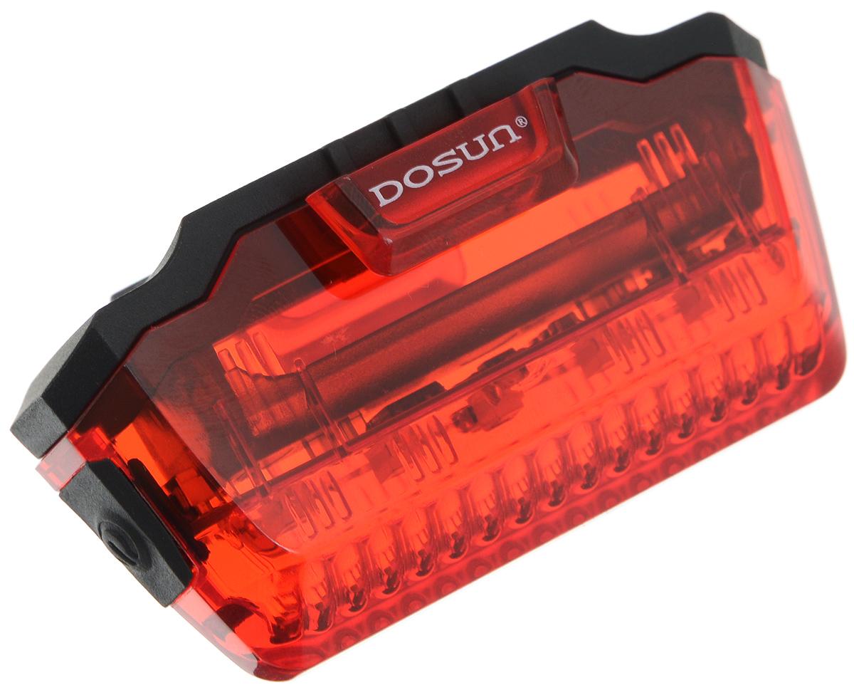 Задний габаритный фонарь Dosun Line LR200LR200/5055Задний габаритный фонарь Dosun Line LR200 сделает ваш велосипед более заметным в темное время суток и обеспечит безопасность на дороге. Предназначен для оповещения водителей о движущемся транспортном средстве. Изделие имеет прочный водонепроницаемый корпус, устойчивый к царапинам. Яркий светодиод мощностью 3 лм работает в 3 режимах: сильное освещение, слабое освещение, мигание. Благодаря силиконовым креплениям фонарь с легкостью крепится к раме велосипеда без специальных инструментов. Он быстро устанавливается и также быстро снимается при необходимости. Фонарь работает от 1 батарейки типа ААА (входит в комплект). Диаметр штанги: 18-50 мм.