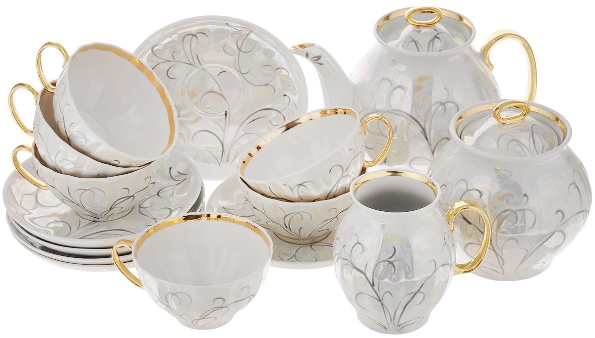 Сервиз чайный Дулевский фарфор Морозко, 15 предметовС975Чайный сервиз Дулевский фарфор Морозко состоит из 6 чашек, 6 блюдец, сахарницы, молочника и заварочного чайника. Изделия, выполненные из высококачественного фарфора, имеют изящный дизайн. Такой набор прекрасно подойдет как для повседневного использования, так и для праздников. Чайный сервиз Дулевский фарфор Морозко - это не только яркий и полезный подарок для родных и близких, а также великолепное решение для вашей кухни или столовой. Объем чашки: 250 мл. Диаметр чашки (по верхнему краю): 10 см. Высота чашки: 5,5 см. Диаметр блюдца (по верхнему краю): 15 см. Высота блюдца: 2,7 см. Высота чайника (без учета ручки и крышки): 14 см. Объем чайника: 950 мл. Диаметр сахарницы по верхнему краю: 8,5 см. Высота сахарницы (без учета крышки): 11,3 см. Диаметр молочника (по верхнему краю): 5 см. Высота молочника: 10,5 см.