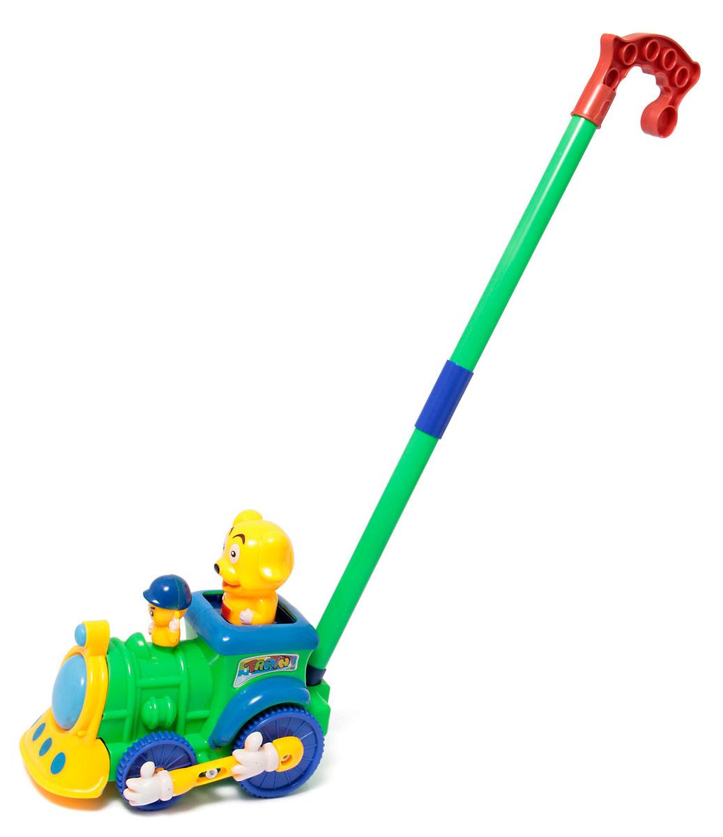 Ami&Co Игрушка-каталка Поезд44416Веселый поезд с двумя пассажирами. Ребенок катает игрушку по полу - пассажиры при движении забавно приподнимаются вверх-опускаются вниз, приводя в движение колесный соединитель в виде рук. При катании игрушка издает звук колокольчика. Палка (сборная) вставляется в игрушку. Детская складная каталка предназначена для малышей, которые уже начали ходить самостоятельно. Яркие, забавные образы принесут радость и веселье во время игр. Гремящие, шуршащие элементы развлекут вашего малыша. Модель поможет развить координацию движения, тактильные навыки и мелкую моторику рук ребенка, а издаваемые ею звуки активно стимулируют его слух.