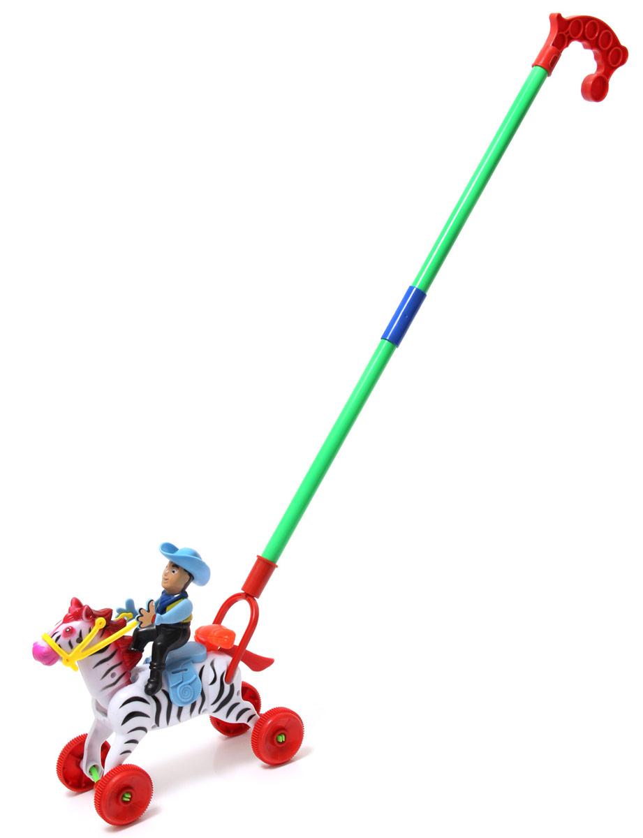 Ami&Co Игрушка-каталка Всадник44428Каталка всадник. Ребенок катает игрушку по полу - всадник привстает и опускается в седле, скакун машет хвостом и двигает головой. Палка (сборная) вставляется в игрушку. Детская складная каталка предназначена для малышей, которые уже начали ходить самостоятельно. Яркие, забавные образы принесут радость и веселье во время игр. Гремящие, шуршащие элементы развлекут вашего малыша. Модель поможет развить координацию движения, тактильные навыки и мелкую моторику рук ребенка, а издаваемые ею звуки активно стимулируют его слух.