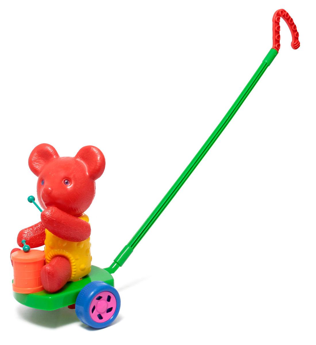 Игрушка-каталка Мишка с барабаном цвет красный зеленыйП-0572Звуковые эффекты. Предназначение: для игровых целей на открытом воздухе и в помещении. Изготовлено из высококачественной пластмассы. УВАЖАЕМЫЕ КЛИЕНТЫ! Обращаем ваше внимание на возможные изменения в цветовом дизайне ручки и мелких деталей, связанные с ассортиментом продукции. Поставка осуществляется в зависимости от наличия на складе.