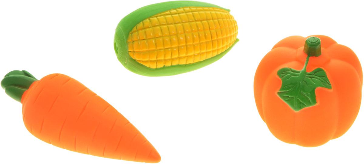Жирафики Набор игрушек для ванной Овощи 3 шт68868Набор игрушек для ванной Жирафики Овощи привлечет внимание вашего малыша и не позволит ему скучать. При сжатии в руке забавные игрушки пищат и весело брызгаются предварительно набранной водой. В набор входят: тыква, морковка, кукуруза. Эти чудесные игрушки можно окунать в воду, мять, слюнявить, грызть, кидать. Выполненные из качественного, гипоаллергенного ПВХ-пластизоля, игрушки будут радовать малыша долгое время. Игрушки способствуют развитию мелкой моторики, сенсорного восприятия и воображения.