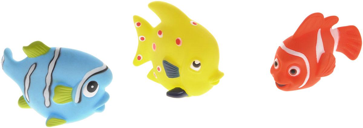 Жирафики Набор игрушек для ванной Маленькие рыбки 3 шт68860Набор игрушек для ванной Жирафики Маленькие рыбки привлечет внимание вашего малыша и не позволит ему скучать. При сжатии в руке забавные игрушки весело брызгаются предварительно набранной водой. Эти чудесные игрушки можно окунать в воду, мять, слюнявить, грызть, кидать. Выполненные из качественного, гипоаллергенного ПВХ-пластизоля, игрушки будут радовать малыша долгое время. Игрушки способствуют развитию мелкой моторики, сенсорного восприятия и воображения.