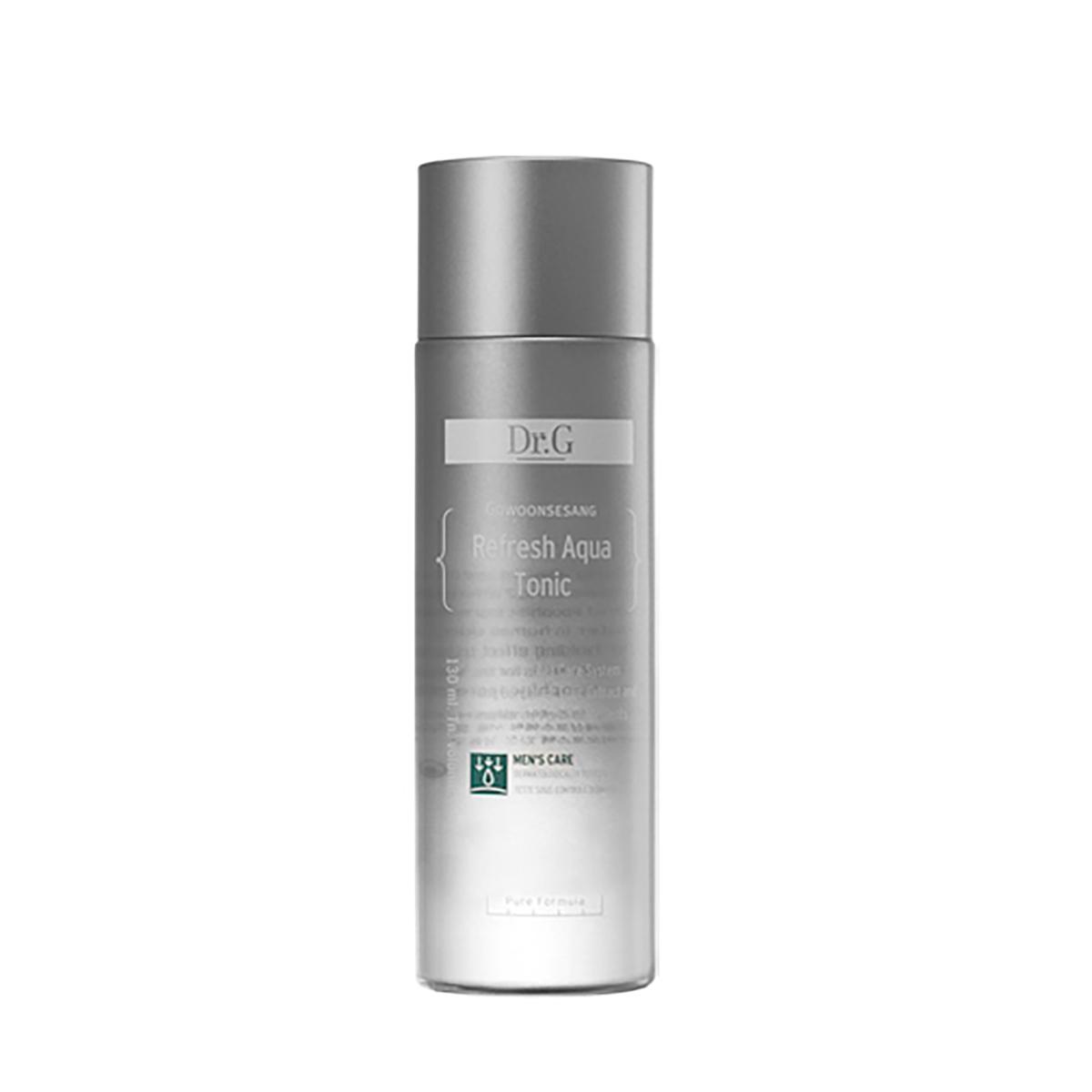 Dr. G Тоник освежающий увлажняющий для мужчин Mans Care Refresh Aqua Tonic, 130 млDG139118Увлажняющее средство с седативным эффектом для поддержания комфорта кожи, избавления от сухости и тусклости. Тоник насыщает мужскую кожу жизненной энергией. Сужает поры, способствует освобождению и балансировке протока сальной железы. Средство содержит комплекс Aqua Marine, который питает кожу макро- и микроэлементами, улучшая тонус, эластичность и упругость. Комплекс состоит из ледниковой воды, ледникового молока, экстракта атлантических водорослей, экстракта морских водорослей, морского коллагена. Ледниковая вода мгновенно освежает. Экстракт атлантических водорослей усиливает синтез коллагена и оказывает анти-эйдж эффект. Экстракт морских водорослей прекрасный увлажнитель, улучшает микроциркуляцию, убирает излишки жира. Дополнительные растительные экстракты представлены экстрактом бергамота, олиго-пептидами и бета-глюканом. Бергамот очищает кожу от акне. Олиго-пептиды подтягивают, убирают красноту, шелушение. Походит для всех типов кожи, особенно для грубой и сухой.
