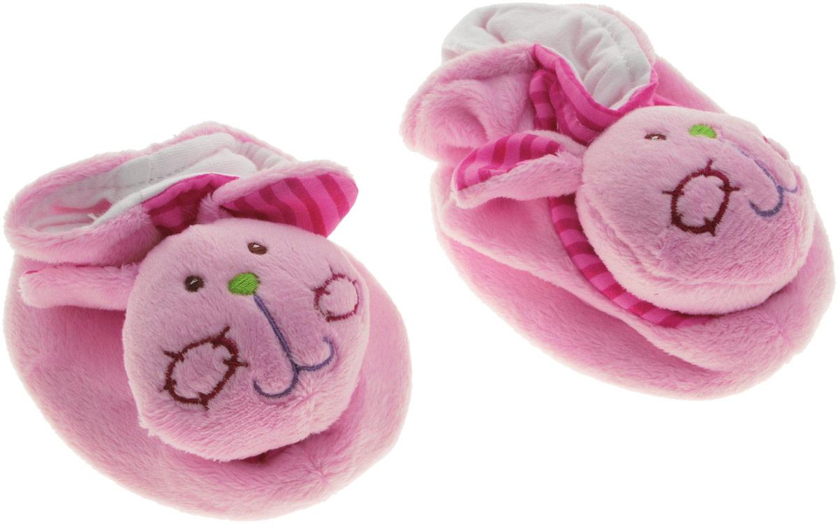 Жирафики Игрушка-погремушка Тапочки Зайчатки93530Игрушка-погремушка Жирафики Тапочки Зайчатки - милая погремушка, выполненная в розовом цвете, которая обязательно понравится малышке. Ребенок будет с удовольствием рассматривать свою первую и очень забавную игрушку. Погремушка изготовлена из мягкой, приятной на ощупь ткани в виде забавных тапочек. Носы тапочек выполнены в виде мордочек зайчиков. Игрушка направлена на развитие мыслительной деятельности, цветовосприятия, тактильных ощущений и мелкой моторики рук ребенка, а элемент погремушки способствует развитию слуха.