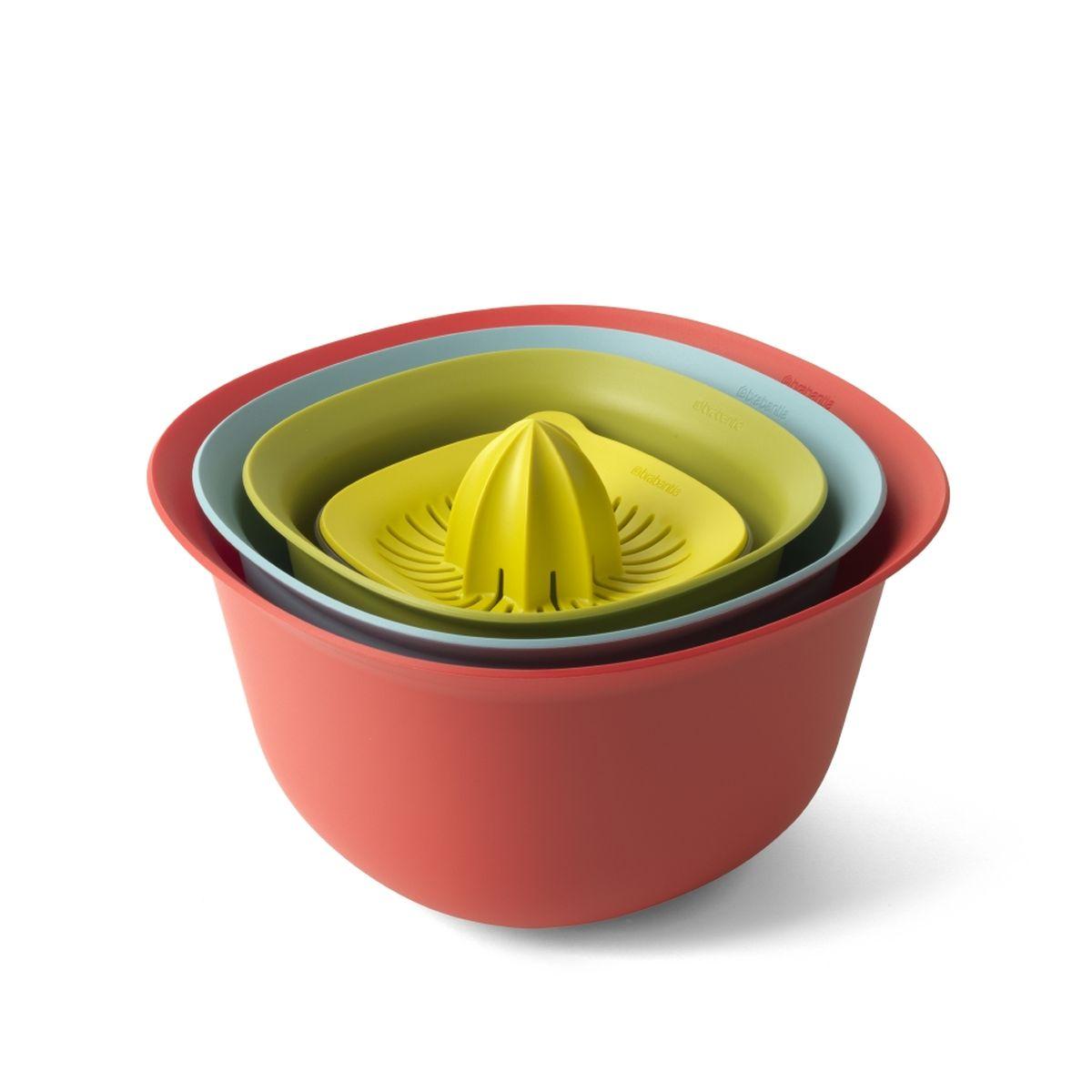 Набор салатников Brabantia Tasty Colours (4шт)110047В набор входят: миски 1,5 и 3,2 л, дуршлаг, соковыжималка для цитрусовых с мерным стаканом. Экономия места на кухне и удобное хранение в выдвижном ящике – изделия составляются одно в другое; Легко моются – можно мыть в посудомоечной машине; Миски и мерный стакан имеют нескользящее основание; Мерный стакан вместимостью 500 мл имеет четкие мерные деления в мл, пинтах, порциях и жидких унциях; Соковыжималка подходит для приготовления сока из любых цитрусовых; Гарантия 5 лет.