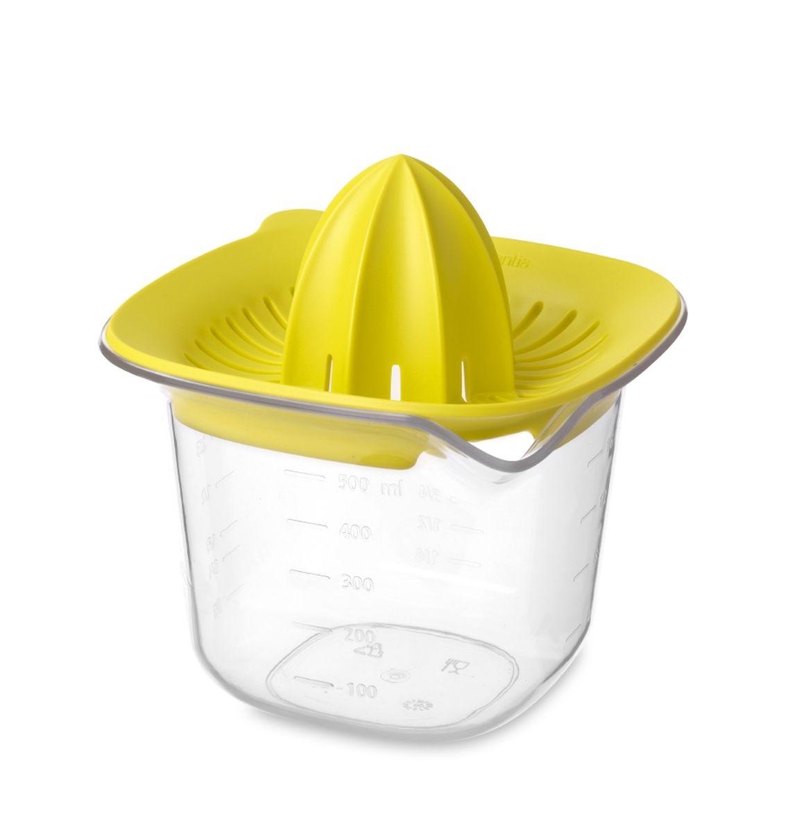 Соковыжималка Brabantia Tasty Colours, цвет: желтый, 500 мл110085Ручная соковыжималка Brabantia Tasty Colours представляет собой прозрачную емкость для сока и насадку для отжима. Изделие выполнено из высококачественного пластика. Подходит для приготовления сока из любых цитрусовых. Прямоугольная форма позволяет удобно держать изделие во время использования. Емкость имеет четкие мерные деления в мл, пинтах, стаканах и жидких унциях. Изделие можно мыть в посудомоечной машине.