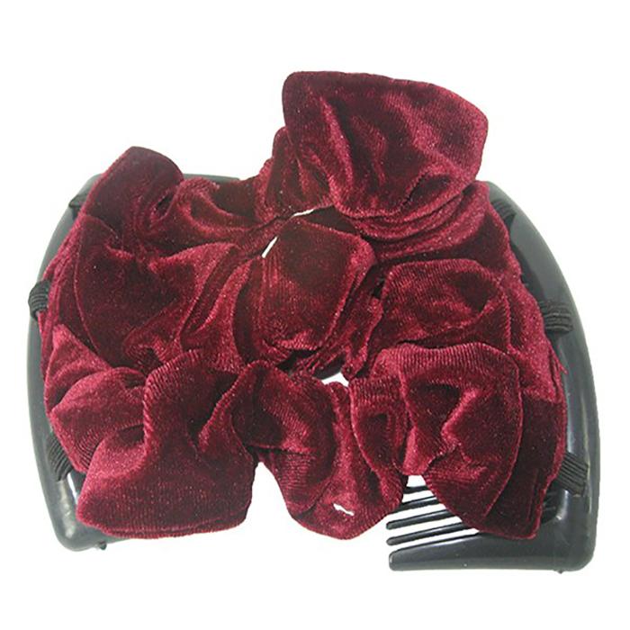 Montar Заколка Монтар, бордоваяЗМТ_брУдобная и практичная MONTAR напоминает Изи Коум. Подходит для любого типа волос: тонких, жестких, вьющихся или прямых, и не наносит им никакого вреда. Заколка не мешает движениям головы и не создает дискомфорта, когда вы отдыхаете или управляете автомобилем. Каждый гребень имеет по 20 зубьев для надежной фиксации заколки на волосах! И даже во время бега и интенсивных тренировок в спортзале Изи Коум не падает; она прочно фиксирует прическу, сохраняя укладку в первозданном виде. Небольшая и легкая заколка поместится в любой дамской сумочке, позволяя быстро и без особых усилий создавать неповторимые прически там, где вам это удобно. Гребень прекрасно сочетается с любой одеждой: будь это классический или спортивный стиль, завершая гармоничный облик современной леди. И неважно, какой образ жизни вы ведете, если у вас есть MONTAR, вы всегда будете выглядеть потрясающе. Применение: 1) Вставьте один из гребней под прическу вогнутой стороной к поверхности головы. ...