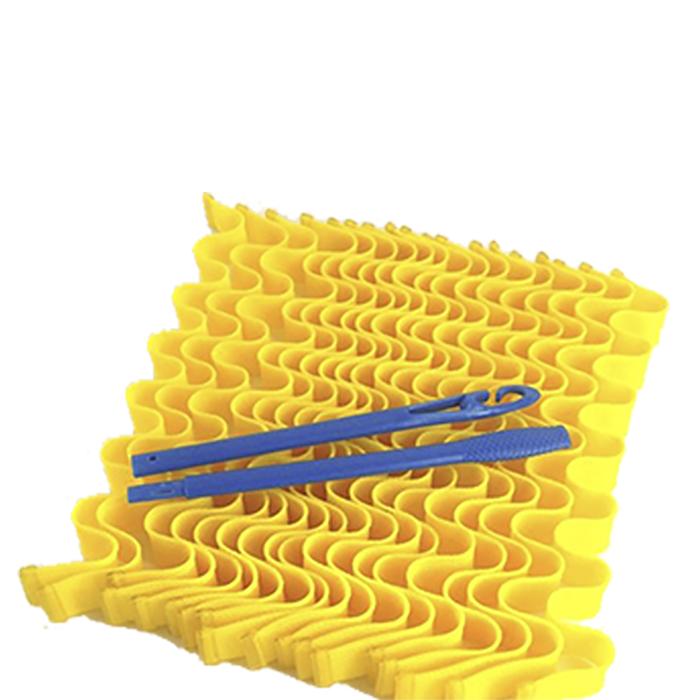 Magic Leverage Волшебные бигуди Волна 50 см, 18 штВ50Мягкие волны — прекрасная альтернатива спиральным локонам. Эти бигуди позволяют создать эффектные плавные волны на волосах любой длины. Принцип использования длинных бигуди Волна такой же, как у остальных моделей. С помощью крючка протянуть прядь влажных волос (для объема можно нанести пенку) сквозь сетчатую бигуди и оставить на ночь или высушить феном. Когда вы снимете их с сухих волос, получите роскошную объемную прическу с гофрированными прядками без заломов. Для густых волос рекомендуется приобретать 2 набора. В комплект входят 18 бигуди длиной 50 см. и двойной пластиковый крючок. Набор упакован в зип-пакет, который удобно хранить дома или взять с собой в поездку. Характеристики: Длина: 50 см Ширина локона: 2 см Диаметр завитка: 2,2 см Количество: 18 шт. Крючок: двойной Упаковка: косметичка