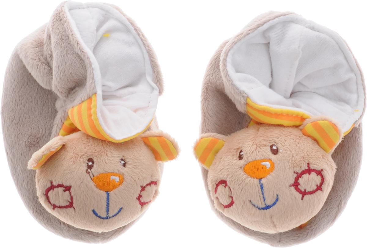 Жирафики Игрушка-погремушка Тапочки Мишки цвет серо-коричневый93658Забавные тапочки Жирафики Мишки не только согреют маленькие ножки, но и надолго займут малыша. Одеть и снять тапочки очень непросто! Но это прекрасное упражнение для развития координации движений. Ребенок будет с удовольствием рассматривать свою первую и очень забавную игрушку. Носы тапочек выполнены в виде мордочек забавных мишек, внутри которых находятся сферы, гремящие при тряске. Игрушка направлена на развитие мыслительной деятельности, цветовосприятия, тактильных ощущений и мелкой моторики рук ребенка, а элемент погремушки способствует развитию слуха.