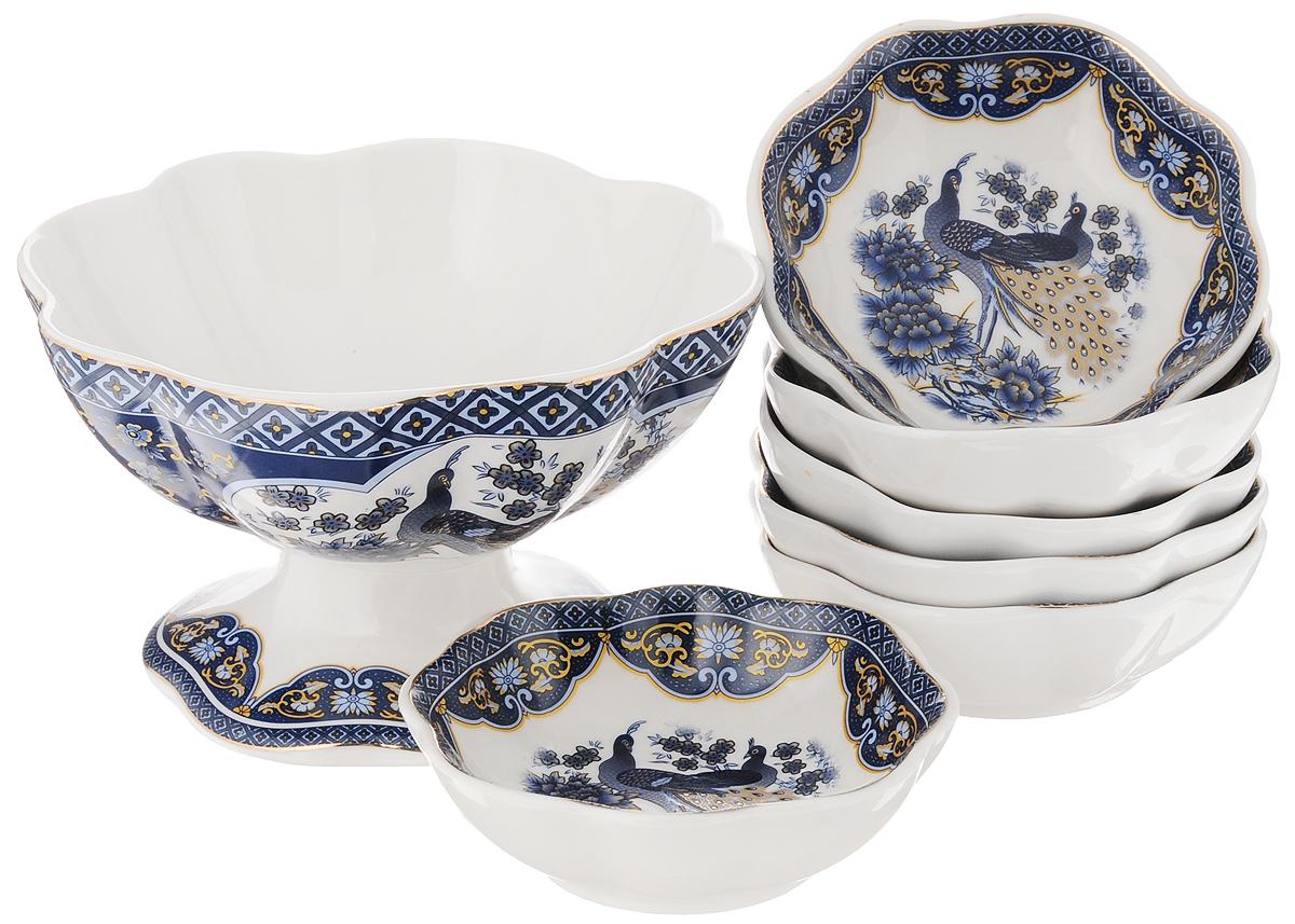 Набор для варенья Elan Gallery Павлин синий, 7 предметов730564Набор для варенья Elan Gallery Павлин синий состоит из вазы и 6 розеток для варенья. Предметы набора выполнены из высококачественной керамики и оформлены красочным изображением павлина. Изящная форма, яркий дизайн и функциональность позволят набору занять достойное место в вашем кухонном инвентаре. Набор упакован в подарочную коробку. Внутренняя часть коробки задрапирована белой атласной тканью. Не рекомендуется применять абразивные моющие вещества. Не использовать в микроволновой печи. Диаметр вазы по верхнему краю: 14 см. Высота вазы: 8,5 см. Диаметр розетки: 10 см. Высота розетки: 3,5 см.