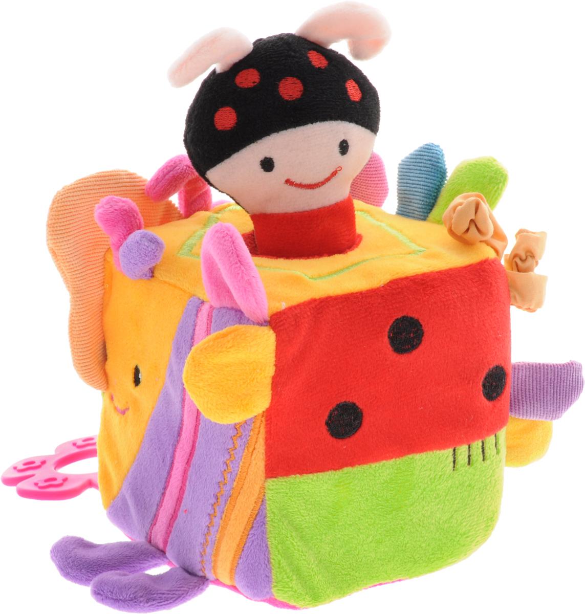 Жирафики Развивающая игрушка-куб Жучок939297Развивающая игрушка-куб Жирафики Жучок поднимет вашему малышу настроение и непременно вызовет улыбку! Игрушка выполнена из мягкого, приятного на ощупь материала различных фактур в виде куба. На каждой стороне куба находятся определенные развивающие элементы: шуршащие крылышки, пищалка, прорезыватель, две резинки, два шуршащих ушка, мягкие усики, кусочки ткани с различной текстурой. В центре куба находится отверстие, в которое вставляется пищалка на веревочке. Пищалка выполнена в виде головы божьей коровки с телом-ручкой. При встряхивании пищалки раздается забавный писк. Эта чудесная игрушка способствует развитию слухового, зрительного и эмоционального восприятия, тактильных ощущений, мелкой моторики, внимания, наглядно-действенного мышления.
