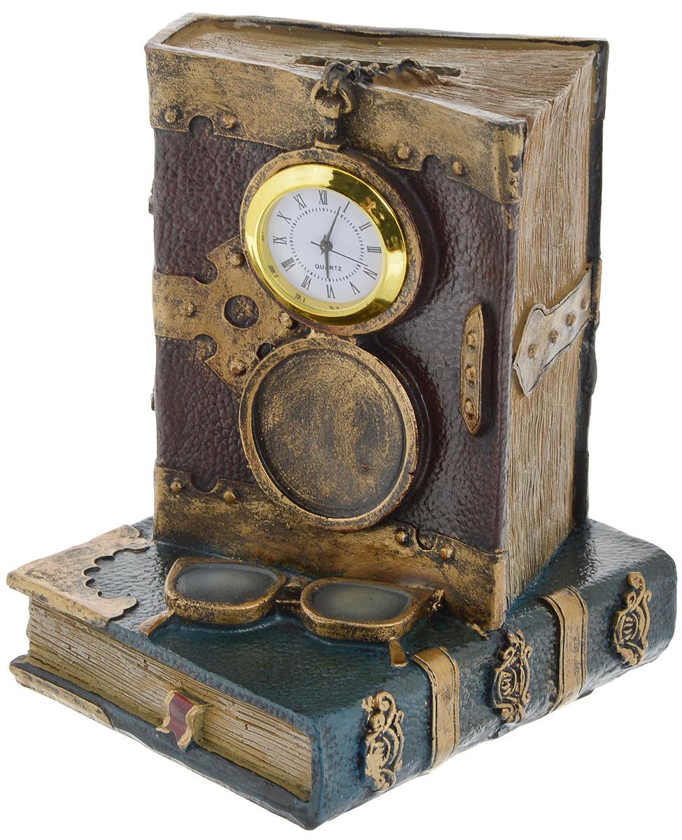 Копилка Magic Home В библиотеке, с часами36124Копилка Magic Home В библиотеке со встроенными часами изготовлена из высококачественной полирезины. Данное изделие станет отличным украшением интерьера вашего дома или офиса. Копилка оснащена отверстием для монет и удобным клапаном на дне, через который можно достать деньги. Оригинальный дизайн сделает такую копилку прекрасным подарком. Она послужит не только по своему прямому назначению, но и красиво дополнит интерьер комнаты. Высота копилки: 14,5 см. Питание: L750 - 1,50 Вт (входит в комплект).