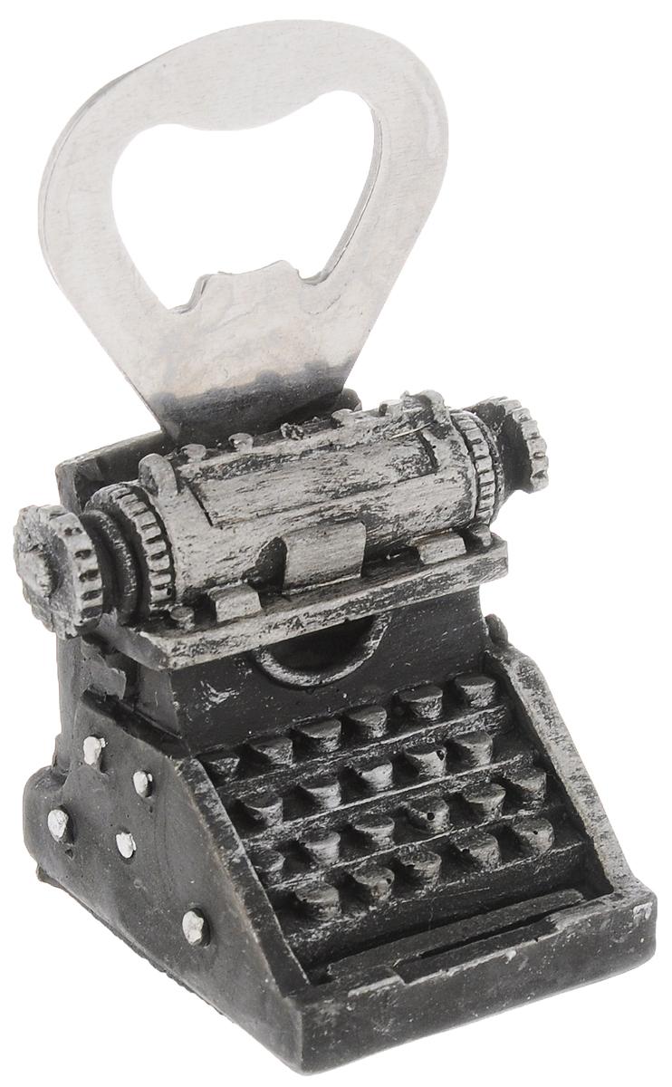 Открывалка для бутылок Magic Home Печатная машинка41071Открывалка Magic Home Печатная машинка, изготовленная из нержавеющей стали и полирезины, предназначена для быстрого открывания бутылок. Изделие выполнено в виде печатной машинки. Такая открывалка поможет вам без труда открыть любую бутылку. Этот оригинальный аксессуар станет отличным помощником на вашей кухне и повседневной жизни, а также станет оригинальным подарком для близких. Размер открывалки: 3,5 х 4,5 х 7,5 см.