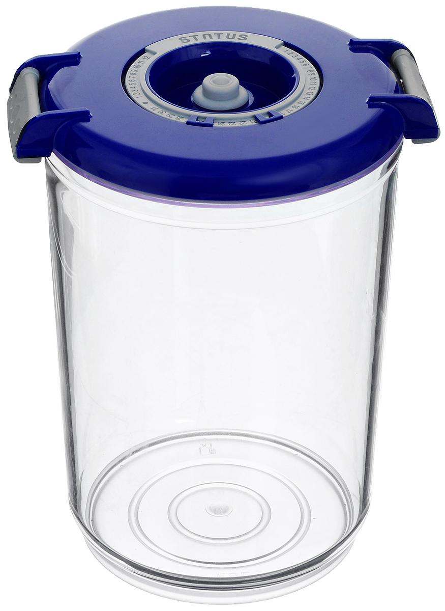 Контейнер вакуумный Status, с индикатором даты срока хранения, цвет: прозрачный, синий, 1,5 лVAC-RD-15 BlueВакуумный контейнер Status выполнен из хрустально-прозрачного прочного тритана. Благодаря вакууму, продукты не подвергаются внешнему воздействию, и срок хранения значительно увеличивается, сохраняют свои вкусовые качества и аромат, а запахи в холодильнике не перемешиваются. Допускается замораживание до -21°C, мойка контейнера в посудомоечной машине, разогрев в СВЧ (без крышки). Рекомендовано хранение следующих продуктов: макаронные изделия, крупа, мука, кофе в зёрнах, сухофрукты, супы, соусы. Контейнер имеет индикатор даты, который позволяет отмечать дату конца срока годности продуктов. Размер контейнера (с учетом крышки): 13 х 13 х 19,5 см.
