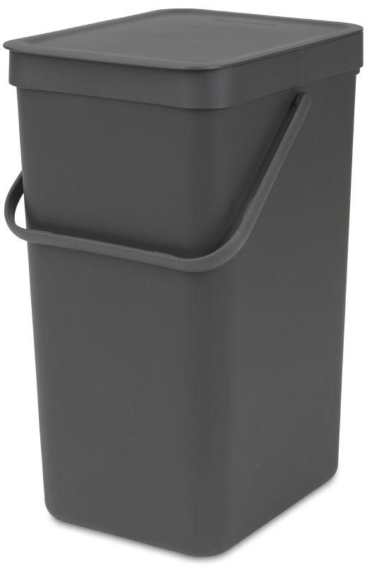 Ведро для мусора Brabantia Sort & Go, цвет: серый, 16 л109966Эти 16-литровые ведра можно использовать для раздельного сбора любых домашних отходов, например, бутылок, банок или пластиковой упаковки. Большая ручка и удобный захват снизу позволяют удобно освободить ведро от мусора. Идеальное решение для раздельного сбора домашних отходов. Может использоваться на полу или крепиться к стене – в комплект входит настенный держатель; Имеются идеально подходящие по размеру мешки Brabantia PerfectFit с завязками (размер D) – удобно устанавливаются в ведро; Гарантия 10 лет