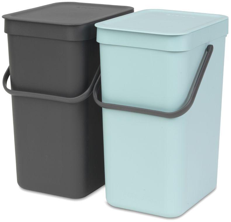 Набор ведер для мусора Brabantia Sort & Go, цвет: мятный, серый, 12 л, 2 шт109980Этот комплект из двух ведер, каждое вместимостью 12 литров, поместится практически в любом кухонном шкафу на дверцах, открывающихся как вправо, так и влево, не создавая нагрузки на петли. Может устанавливаться на дверцы, открывающиеся вправо или влево; Простое в установке изделие – в комплект входит настенный держатель, крепежные детали и инструкция; Полный доступ к мусорным ведрам – блок с ведрами выдвигается из шкафа при открывании дверцы; Прочная опорная конструкция – отсутствие нагрузки на петли дверцы; Прочные ручки и удобные захваты снизу для удобства освобождения от мусора; Отлично подходят для чистки овощей или фруктов, уборки и т.п. – крышка фиксируется в открытом положении; Имеются идеально подходящие по размеру мешки Brabantia PerfectFit с завязками (размер D) – удобно устанавливаются в ведро; Гарантия 10 лет.