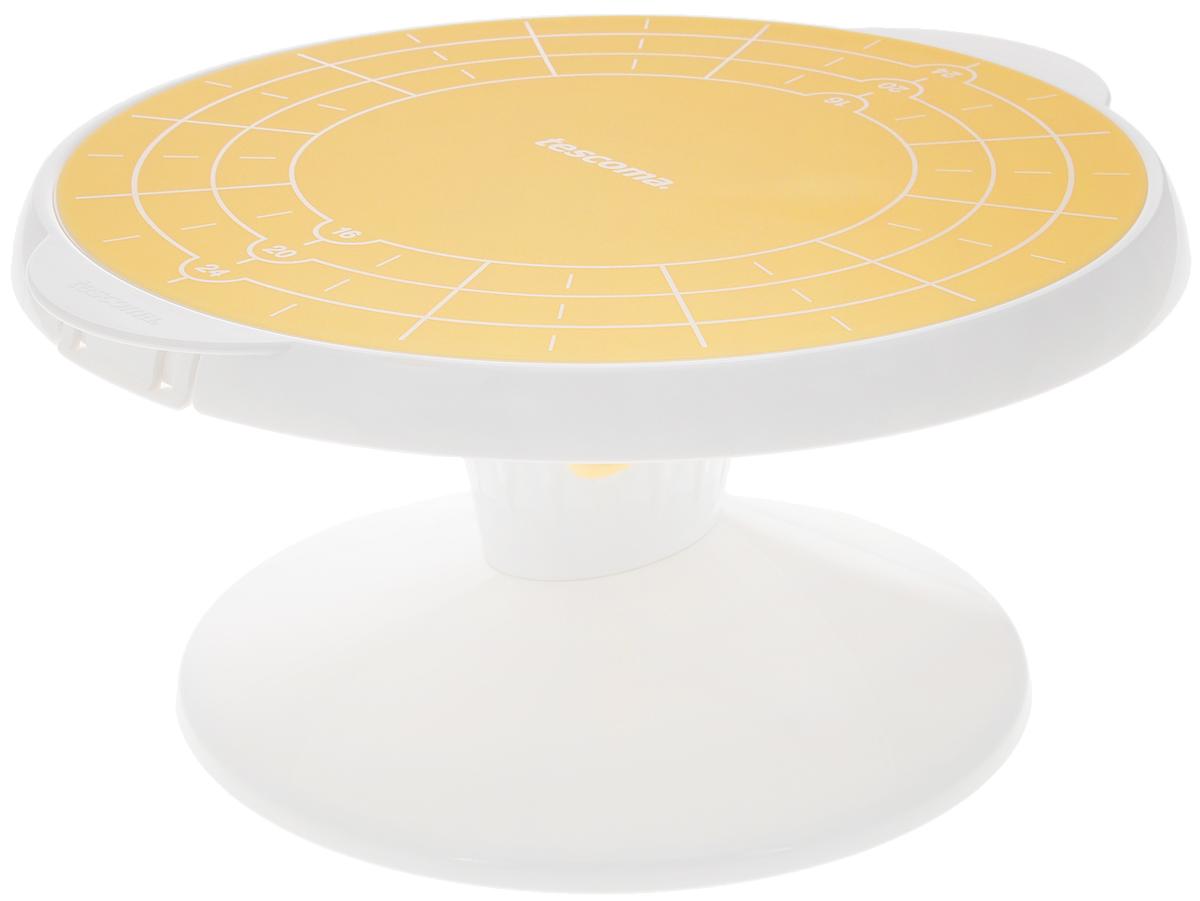 Подставка для торта Tescoma Delicia, вращающая, диаметр 29 см630558Подставка Tescoma Delicia, выполненная из высококачественного пластика, отлично подходит для декорирования и сервировки выпечки. Изделие оснащено вращающей поверхностью с силиконовой основой, которая предотвращает скольжение торта. Поверхность является съемной для сохранения максимального пространства после использования. Силиконовая основа имеет маркеры для разделения выпечки на 12 равных частей. Не рекомендуется мыть в посудомоечной машине. Диаметр вращающей поверхности: 29 см. Высота подставки: 15 см.
