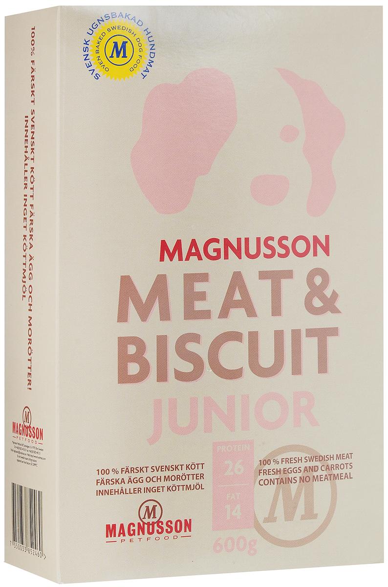 Корм сухой Magnusson Junior, для щенков, беременных и кормящих сук, 600 г7350033852460Здоровье собаки формируется в первый год жизни и самое важное в этот период - правильное кормление. Корма массового производства обрабатывают маслом для восстановления потерянных в процессе производства животных жиров. Чтобы масло не портилось добавляется консервант, чтобы консервант не горчил, а корм привлекательно пах - усилители вкуса и запаха. Иногда добавляются ферменты, помогающие переварить корм с добавками. Запекание сохраняет животные жиры, поэтому корм Magnusson Junior не обрабатывается маслом, не содержит консервант и другие химические добавки. Источником животного белка является филейная часть говядины (46% свежего мяса) без добавления мясной, рыбной, куриной муки или субпродуктов. Свежие яйца в сочетании с говядиной обеспечивают лучшее качество белка. Свежая морковь, также входящая в состав корма, является источником витамина А, регулирует углеводный обмен и оказывает положительное воздействие на работу пищеварительной системы...