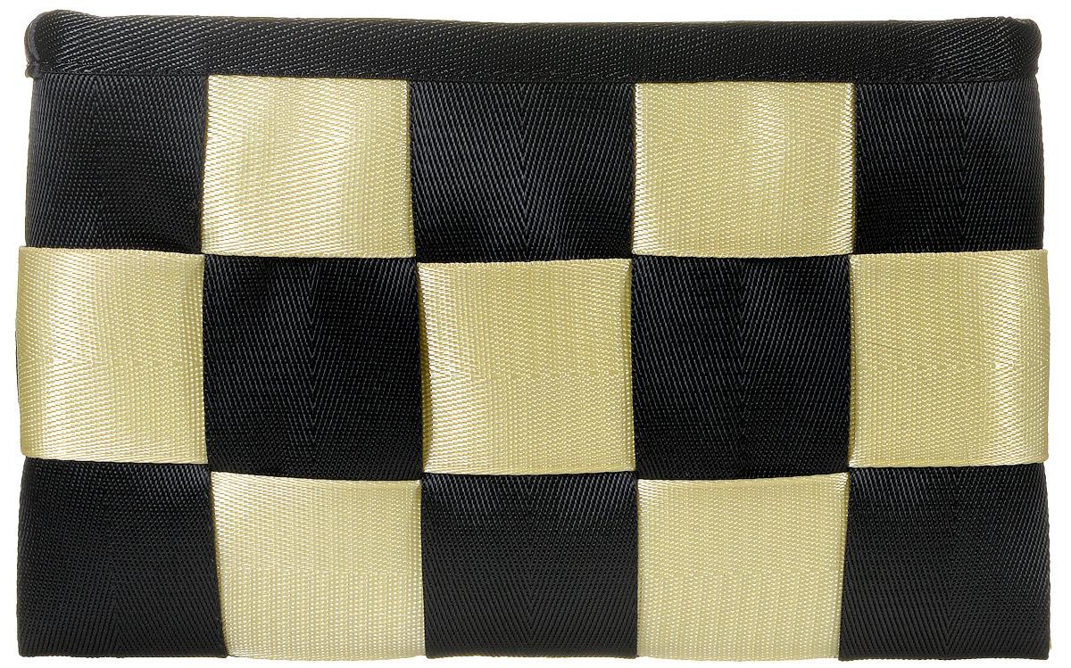 Сумка-клатч женская Kawaii Factory Chess, цвет: черный, бежевый. KW106-000036KW106-000036Яркий и современный клатч Chess от Kawaii Factory станет модным дополнением вашего образа во время прогулок, вечеринок или путешествий. Изделие соединяет в себе стильное оформление, высококачественную ткань и большое внутреннее пространство, состоящее из основного отделения, кармана для телефона, кармашка для ключей и кармана на застежке-молнии для разных мелочей. Клатч закрывается при помощи молнии. Экстравагантная маленькая сумка будет прекрасно гармонировать с повседневным нарядом. Разукрасьте городские серые будни, смело приковывая взгляды окружающих!