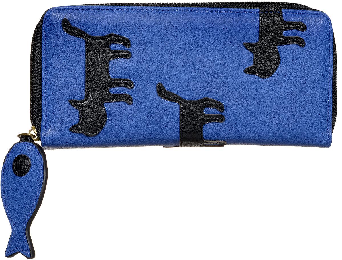 Кошелек женский Kawaii Factory Коты, цвет: синий. KW057-000560KW057-000560Оригинальный женский кошелек Коты выполнен из искусственной кожи с зернистой фактурой. Модель закрывается на застежку-молнию. Внутри 2 отделения для купюр, 2 потайных кармана, отделение для мелочи на застежке-молнии и 8 карманов для визиток и кредитных карт. На тыльной стороне имеется карман без застежки. Изделие оформлено нашивками с забавными котами, а молния украшена маленькой рыбкой из искусственной кожи. Такой кошелек станет прекрасным и стильным подарком для любителей оригинальных аксессуаров, определенно поднимет настроение и выделит из толпы.