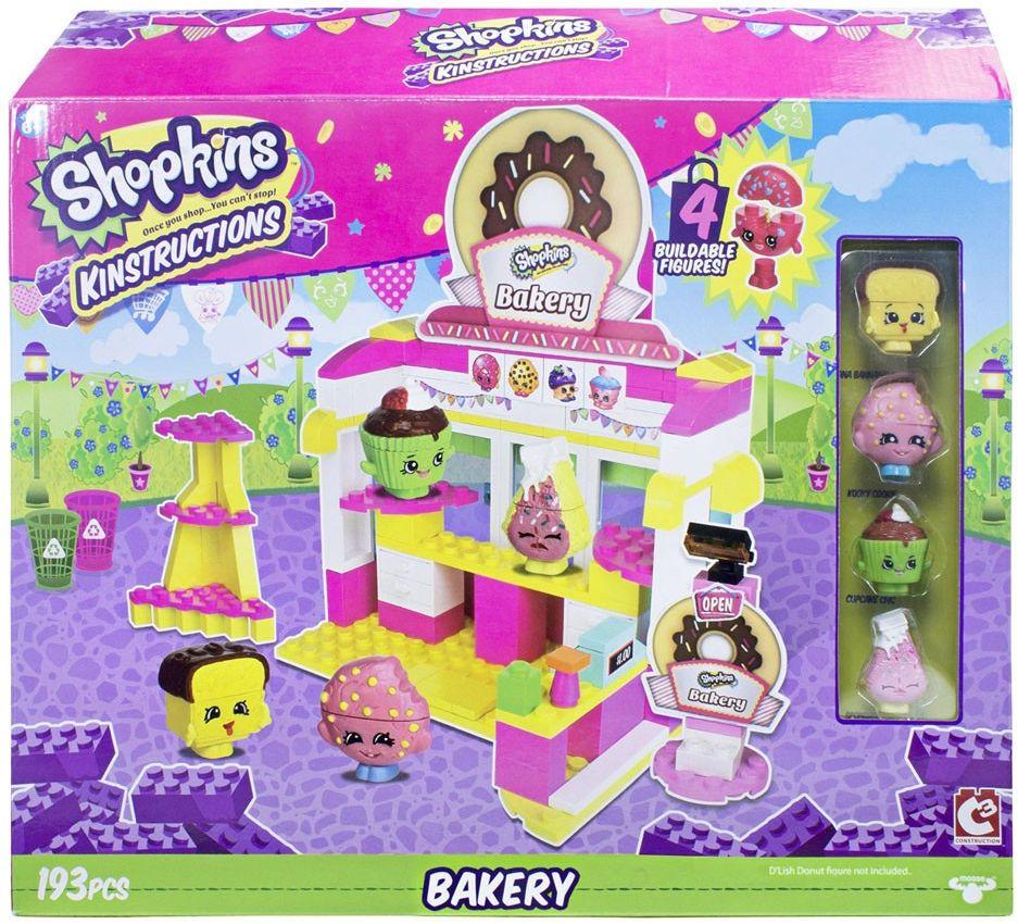 Shopkins Конструктор Кондитерская37336ast37335С помощью конструктора Shopkins Кондитерская вы сможете построить собственную кондитерскую и населить ее героями популярного мультсериала о приключениях оживших товаров из супермаркета Шопвиля. Набор включает в себя 193 разноцветных пластиковых элемента. Уникальность набора в том, что он, как и все остальные игрушки Shopkins превосходно сочетаются с элементами конструкторов от множества популярных брендов, среди которых и LEGO. Конструктор - это один из самых увлекательных и веселых способов времяпрепровождения. Ребенок сможет часами играть с конструктором, придумывая различные ситуации и истории. В набор входят стикеры для украшения.