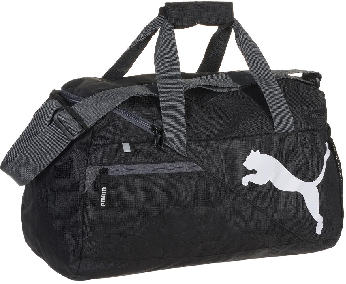 Сумка спортивная мужская Puma Fundamentals Sports Bag S, цвет: черный. 0734990107349901Надежная спортивная сумка от Puma Fundamentals Sports Bag S создана для переноски вашего снаряжения. Вместительная и функциональная, она будет незаменима на тренировках. Изделие оснащено: основным отделением на молнии с двумя бегунками, боковым карманом из сетчатого материала, карманом на молнии спереди, ручками из лямочной тесьмы с возможностью их соединения друг с другом и наплечной лямкой регулируемой длины. Внутренний функционал включает в себя висячий накладной карман внутри главного отделения, подкладку из полиэстера 150D с изнанкой из полиуретана и крепкую подложку дна для защиты вашего снаряжения. Сумка декорирована светоотражающим элементом спереди, металлическими язычками застежек-молний с символикой Puma и логотипом Puma Cat спереди. Основанный в 1948 году бренд Puma стал выбором многих героев мирового спорта. Дизайн Puma сосредоточен на стиле и функциональности моделей, поэтому коллекции брендовой одежды и обуви сочетают современный стиль с...