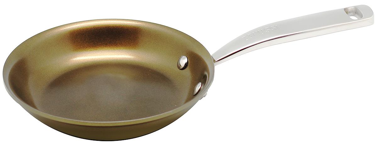 Сковорода 20см Capri ZANUSSIZCF33231DFСковорода подходит для всех типов плит, включая индукционные. Изготовлена из алюминия с внешним покрытием цвета золотистое шампанское. Многослойное дно. Ручка выполнена из нержавеющей стали, внутреннее 2-х керамическое покрытие Greblon® не содержит вредные кислоты PTFE и PFOA. Сковорода подходит для приготовления блюд в духовке. Можно мыть в посудомоечной машине. Высота борта: 4 см.