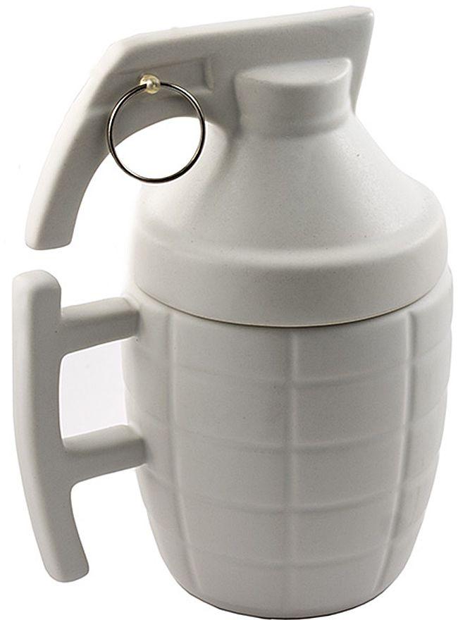 Кружка Эврика Граната, цвет: белый96773Кружка в виде гранаты – подарок для самых решительных. Удобная кружка с керамической крышкой поможет заварить чай по всем правилам, предохраняя ваш напиток от остывания и попадания пыли. Матовая керамика приятна на ощупь, не скользит в руке и радует благородной сдержанностью стиля. Кроме того, покрытие позволяет при необходимости легко производить нанесение логотипа.