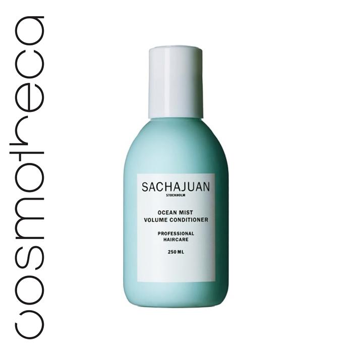 Sachajuan Кондиционер для объема волос Ocean Mist 250 млSCHJ176Кондиционер для объема Ocean Mist с морскими водорослями Ocean Silk и натуральными растительными протеинами придает волосам объем, создавая структуру и укрепляя волосы. Он также эффективно увлажняет и защищает волосы, способствует легкому расчесыванию, делает волосы более пышными на вид, не утяжеляя их.