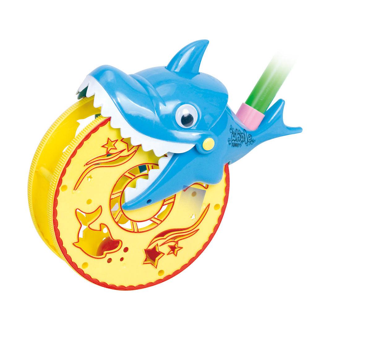 Ami&Co Игрушка-каталка Акула цвет голубой44419_голубойКаталка акула. Ребенок катает игрушку по полу - колесо вращается, задорно гремя (внутри колеса - шарики с гремящими элементами, которые пересыпаются при движении), акула щелкает зубами. Палка (сборная) вставляется в игрушку. Детская складная каталка предназначена для малышей, которые уже начали ходить самостоятельно. Яркие, забавные образы принесут радость и веселье во время игр. Гремящие, звенящие элементы развлекут вашего малыша. Модель поможет развить координацию движения, тактильные навыки и мелкую моторику рук ребенка, а издаваемые ею звуки активно стимулируют его слух.