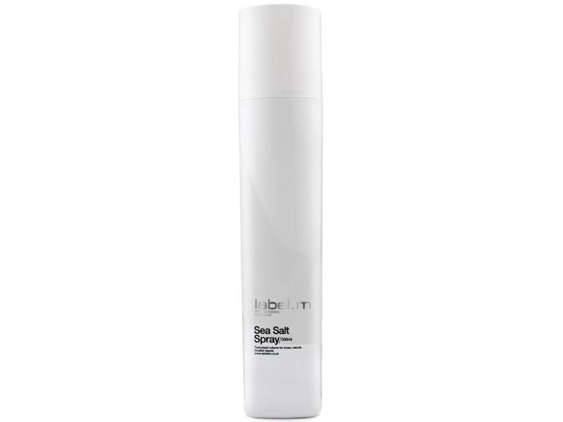 Label.m Спрей Морская соль Sea Salt Spray, 500 млLFSE0500Создает слегка небрежную текстуру. Придает матовость волосам, подчеркивает структуру, делает волосы подвижными. Инновационный комплекс Enviroshield защищает волосы от термического воздействия во время укладки и от УФ лучей.