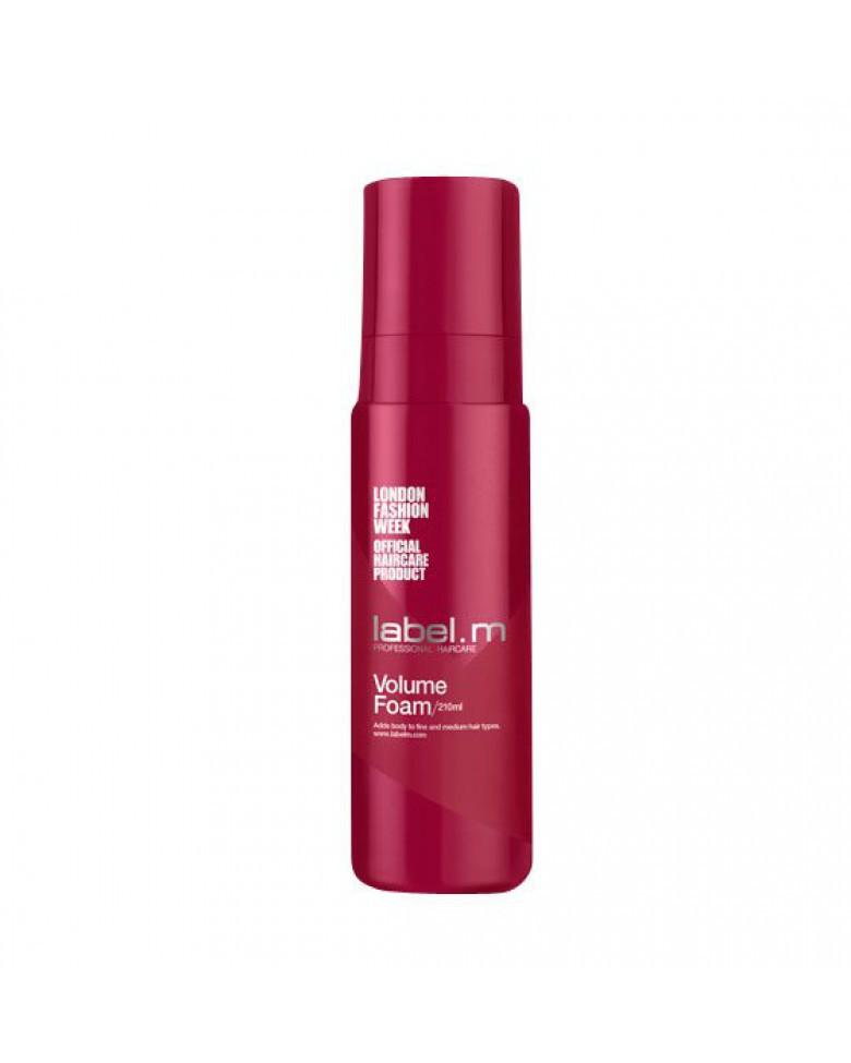 Label.m Пена для объема, 210 млLFVF0210Легкое действие пены идеально для придания объема тонким волосам. Придает волосам пышность, укрепляя естественную структуру. Не утяжеляет волосы. Инновационный комплекс Enviroshield- мощнейшая защита от термического воздействия - защищает волосы от негативного влияния окружающей среды, в том числе от УФ лучей, а также предохраняет от различных повреждений, обеспечивая солнечное сияние и блеск.