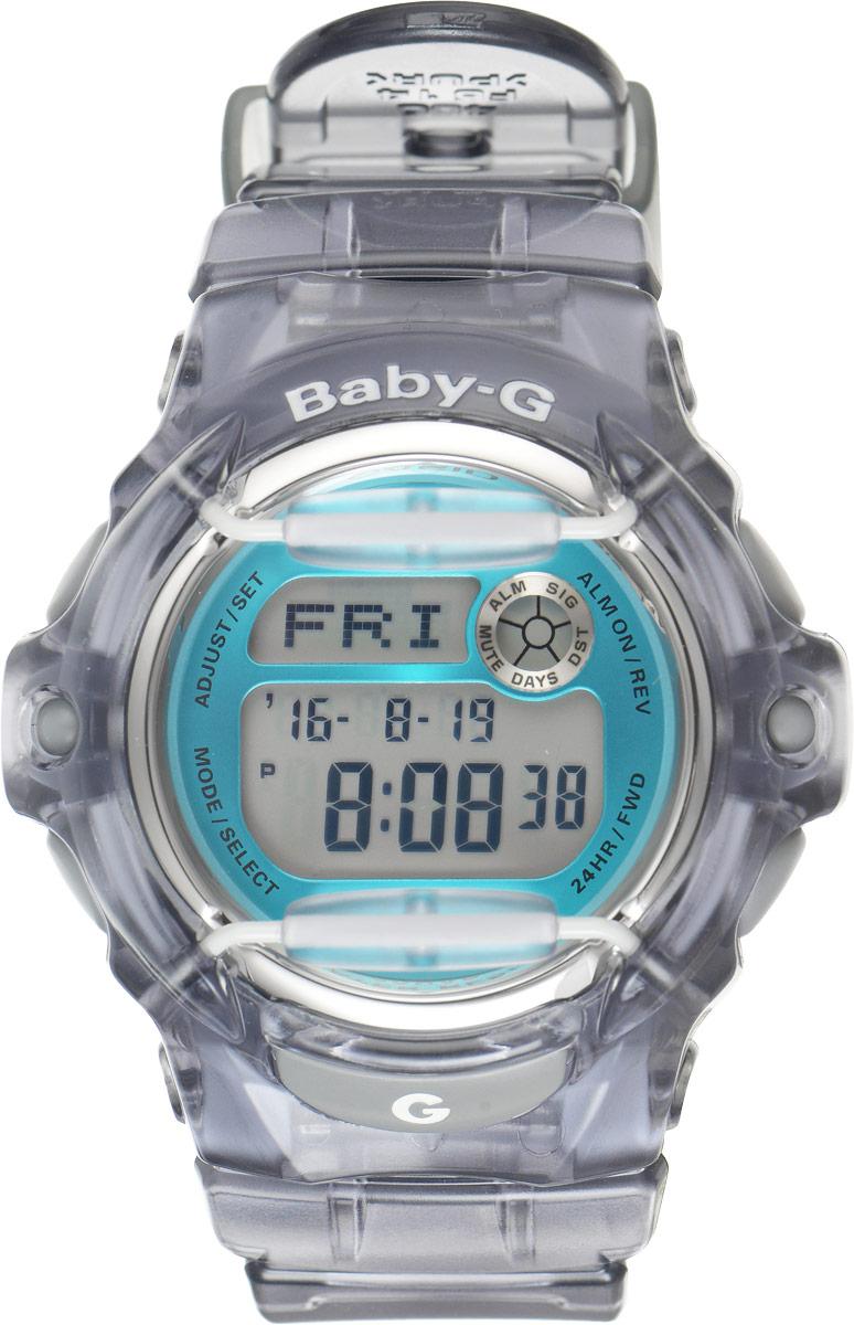 Часы наручные женские Casio G-Shock, цвет: серый, бирюзовый. BG-169R-8BBG-169R-8BОригинальные женские наручные часы Baby-G в корпусе из прозрачного пластика с ярким циферблатом и безельными протекторами будут пользоваться популярностью среди девушек, ведущих активный образ жизни. Ударопрочная конструкция защищает механизм от ударов и вибрации. Изделие защищено от магнитных полей. Корпус выполнен из высококачественного пластика и оснащен минеральным стеклом, устойчивым к возникновению царапин. Резиновый ремешок имеет надежную классическую застежку. Часы оснащены кварцевым механизмом с цифровой индикацией на жидкокристаллическом дисплее и имеют степень водозащиты равную 200WR, что отлично подходит для ныряния и погружения под воду с аквалангом. Помимо этого стоит отметить электролюминисцентную подсветку, обеспечивающую равномерное освещение всего циферблата, облегчая считывание данных. Она характеризуется наличием функции задержки отключения, благодаря которой подсветка горит еще несколько секунд после отпускания кнопки освещения. ...