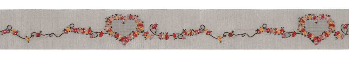 Тесьма декоративная Сердце из шиповника, цвет: белый, красный, розовый, серый, 1 м х 30 мм. 35092-0135092-01Тесьма декоративная Сердце из шиповника выполнена из высококачественного 100% полиэстера. Рисунок выполнен из 100% хлопка. Тесьма Acufactum и сегодня ткется на старинных станках с использованием перфокарт, которые изготавливаются для каждого вида тесьмы с тончайшей проработкой самых мелких деталей. Это достаточно долгий и трудоемкий процесс, но результат того стоит! Тесьма наивысшего уровня качества, которая очень практична в использовании, т.к. выдерживает стирку при температуре 60 градусов. А изобилие дизайнов просто потрясает!