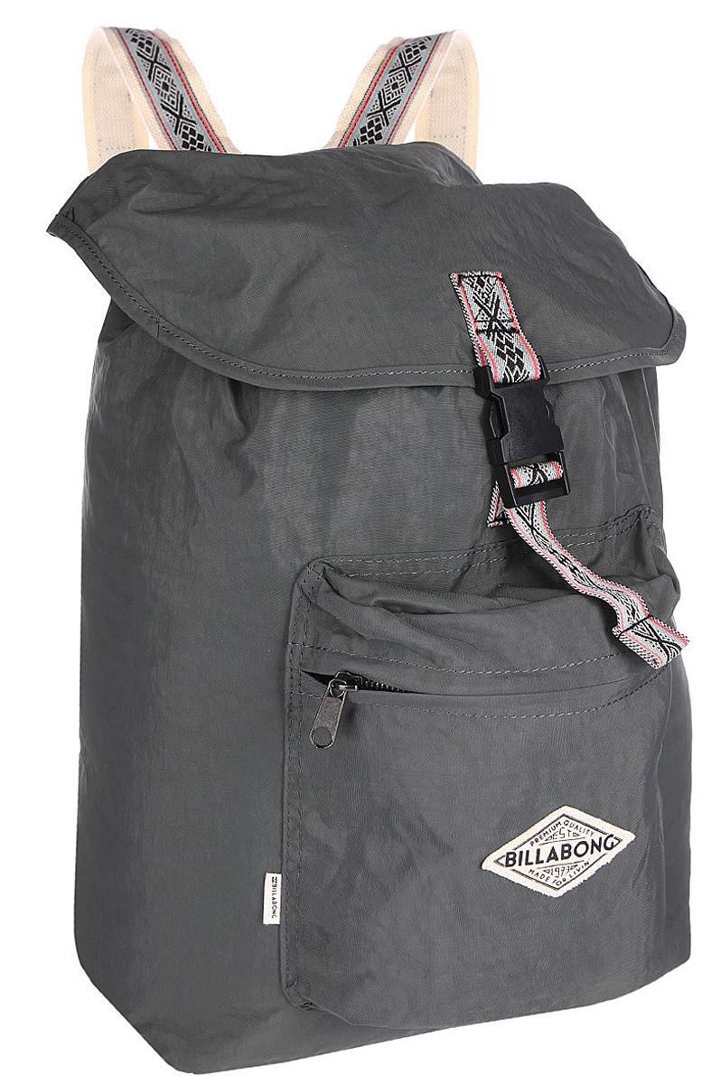 Рюкзак городской Billabong Sister Solstice, цвет: темно-серый , 30 лU9BP02Вместительный рюкзак-мешок, декорированный узорными лямками. Основное отделение рюкзака затягивается на шнурок и дополнительно защищено клапаном на пряжке благодаря чему Ваше имущество будет надежно защищено от посторонних посягательств.