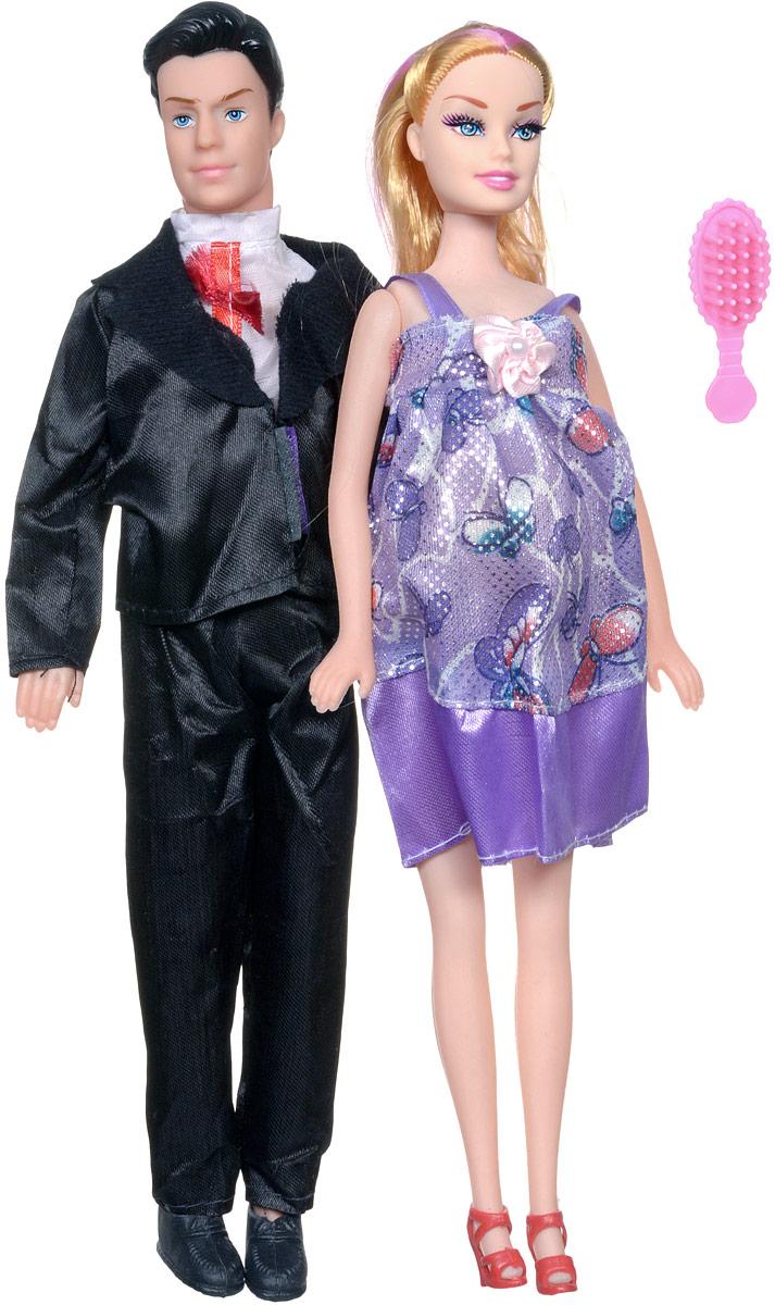 Shantou Набор кукол цвет одежды сиреневый черный 2 штJ114-H43081_сиреневыйС набором кукол Shantou ваша дочурка окунется в волшебный семейный мир. В набор входят две куклы, выполненные в виде беременной девушки и ее жениха. Девушка одета в сиреневое платье, жених - в черных классический костюм. Накладной животик куклы можно снять и появится кукла-малыш. В комплект также входит расческа, чтобы расчесывать длинные светлые волосы куклы. Ваша малышка с удовольствием будет играть с этим набором, придумывая различные семейные истории.