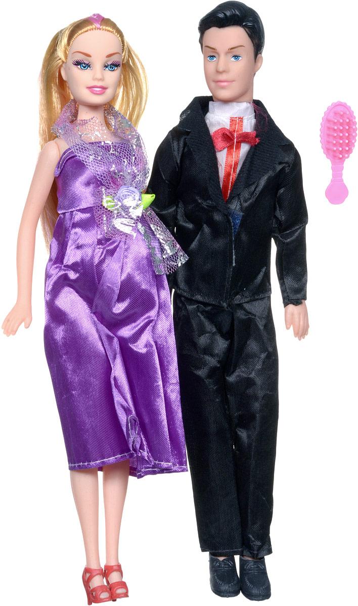 Shantou Набор кукол цвет одежды черный фиолетовый 2 штJ114-H43081_фиолетовыйС набором кукол Shantou ваша дочурка окунется в волшебный семейный мир. В набор входят две куклы, выполненные в виде беременной девушки и ее жениха. Девушка одета в фиолетовое платье, жених - в черных классический костюм. Накладной животик куклы можно снять и появится кукла-малыш. В комплект также входит расческа, чтобы расчесывать длинные светлые волосы куклы. Ваша малышка с удовольствием будет играть с этим набором, придумывая различные семейные истории.
