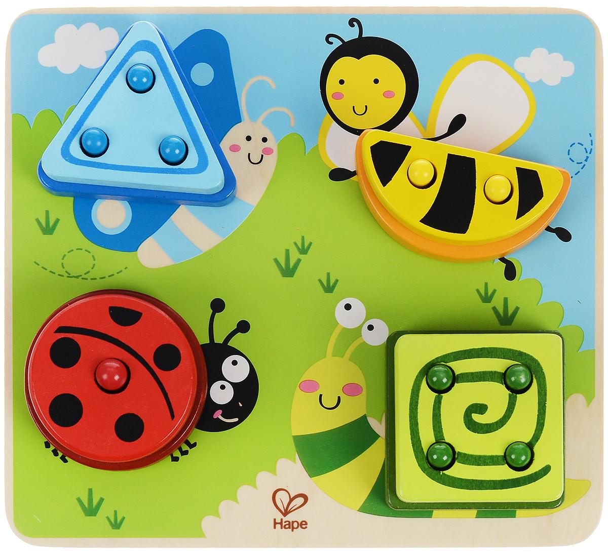 Hape Игрушка-сортер Веселая полянаЕ0425Игрушка-сортер Hape Веселая поляна выполнена из безопасного материала в виде квадратного основания и 12 элементов в виде геометрических фигур. Принцип сортера прост и направлен на развитие логического мышления: на деревянной доске изображена картинка с четырьмя забавными персонажами, у каждого животного имеется определенное количество штырьков, на которые насаживаются детали. Малышам предстоит надеть все геометрические фигуры на персонажей в соответствии с числом дырочек. Игрушка-сортер Hape Веселая поляна поможет малышу в развитии цветового восприятия, мелкой моторики рук, координации движений и пространственного мышления.