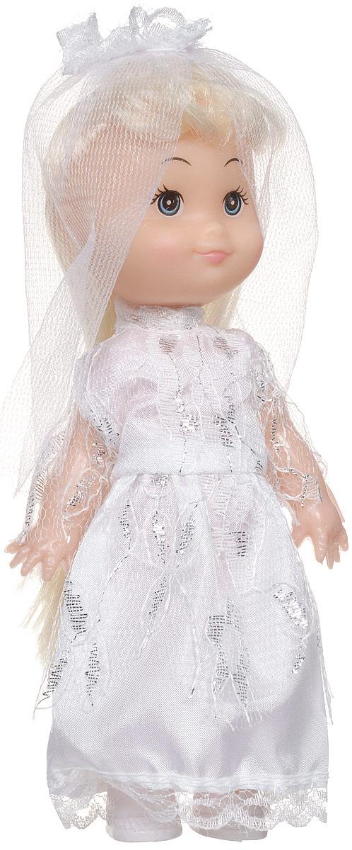 Shantou Мини-кукла Крошка Сью блондинкаG183-H43024_блондинкаМини-кукла Shantou Крошка Сью - маленькая подружка-невеста для вашей малышки. Кукла одета в длинное белоснежное платье, на ногах у нее белые туфельки. Дополнением к образу служит фата. Длинные светлые волосы куклы можно расчесывать и заплетать из них различные прически. У куколки большие синие глаза и румяные щечки. Одежда у куклы съемная, руки, ноги и голова куклы подвижные. С этой куклой можно придумать сказочную свадьбу! Игры с куклой способствуют эмоциональному развитию ребенка, а также помогают формировать воображение и художественный вкус.