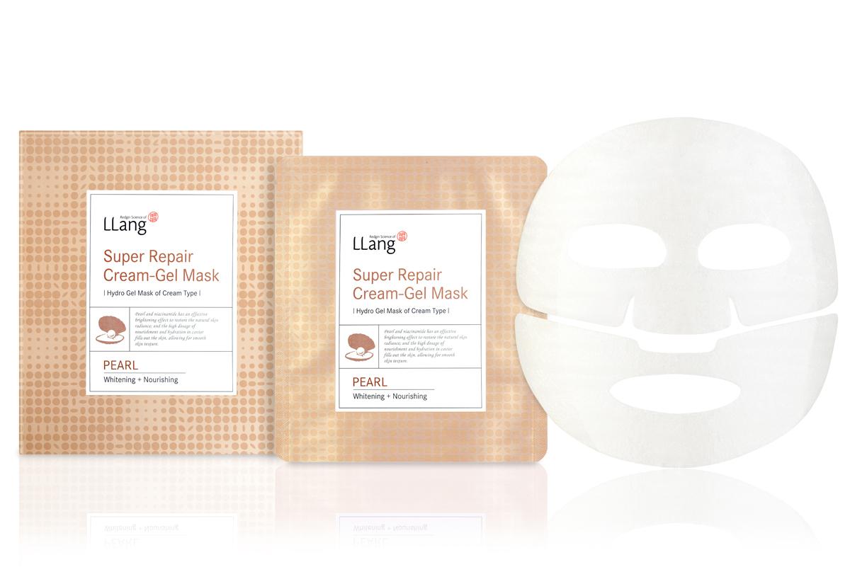 Llang Увлажняющая маска с экстрактом жемчуга для восстановления водного и минерального балланса, 27 г*5PD001125A1Восстанавливающая гидрогелевая маска для лица с экстрактом жемчуга придаст Вашей коже молодость и красоту. Экстракт жемчуга в составе маски нормализует водный и минеральный баланс, улучшает цвет лица. Микроэлементы и аминокислоты, содержащиеся в жемчужном порошке, являются строительным материалом для клеток, глюкоза способствует укреплению лицевых мышц, витамины D и B усиливают иммунитет, эффективно осветляет пигментные пятна и выравнивает тон кожи. Экстракт икры обладает мощным антиоксидантным эффектом, а эфиры жирных кислот активизируют синтез коллагена и эластина. Большое содержание жирных кислот Омега 3 и витамина Е отвечают за молодость и упругость кожи. Гидрогелевая основа маски удобна в применении и максимально эффективно увлажняет кожу на длительное время. Способ применения: На очищенную кожу лица нанесите маску. Равномерно распределите по лицу. Оставьте на 10-20 минут, после чего удалите и вмассируйте остатки эссенции в кожу до полного впитывания.