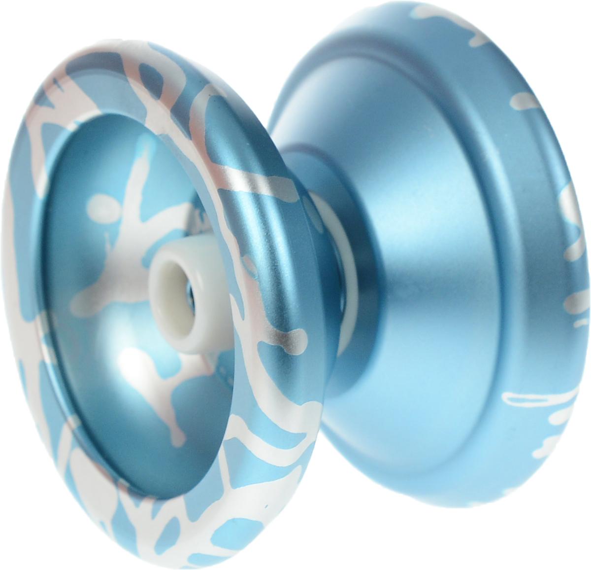 YoYoFactory Йо-йо Superstar цвет серебристый голубойsuperstar/blueУ металлического йо-йо YoYoFactory Superstar широкий гэп и внешний диаметр чашечек. Обода сделаны так, что массовая концентрация распределяет по максимально дальней окружности от центра йо-йо, что позволяет держать стабильность и равновесие при слипе. Superstar выбирают многие профессионалы. Джон Андо выиграл чемпионат мира 2008 (World Yo-Yo Contest 2008) именно с этой моделью. Он показал новый стиль игры, когда йо-йо хорошо гриндит, он выполнял множество трюков, когда йо-йо крутится вокруг разных частей тела. Йо-йо - это игрушка, состоящая из двух симметричных половинок соединенных осью, к которой прикреплена веревка. Современный йо-йо значительно отличается от тех, к которым многие привыкли. Сейчас йо-йо - это такая же часть молодежной культуры как скейт, ВМХ или сноуборд. Йо-йо популярно во многих странах мира, таких как Россия, США и Япония. Ежегодно во всем мире проходят различные чемпионаты по игре с йо-йо, в том числе и Чемпионат России, в котором...