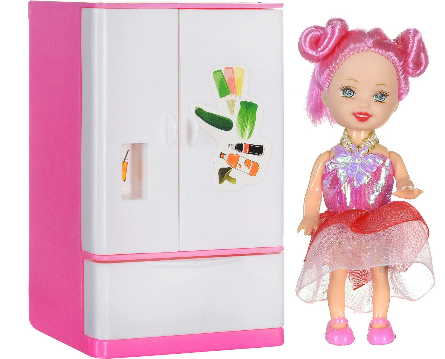 Shantou Мини-кукла Bettina с холодильникомL091-H43654_холодильникМини-кукла Shantou Bettina - очаровательная малышка-подружка для вашей дочурки. Кукла одета в блестящее платье, на ногах у нее розовые туфельки. Длинные волосы куклы розового цвета можно расчесывать и заплетать из них различные прически. Руки, ноги и голова куклы подвижные. В наборе с куклой имеется холодильник, дверцы которого открываются. Игры с куклой способствуют эмоциональному развитию ребенка, а также помогают формировать воображение и художественный вкус. Порадуйте свою малышку таким великолепным подарком!