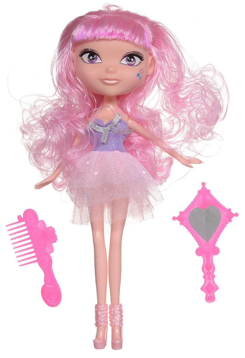 Daisy Кукла Мэгги41247Кукла Daisy Мэгги из серии Daisy Pets займет внимание вашей малышки и доставит ей много удовольствия. Daisy Pets - это серия ярких и очень позитивных фантазийных кукол. Наши маленькие домашние питомцы обожают своих хозяев и всегда мечтают быть похожими на них: носить такие же красивые, яркие платья, делать стильные прически и наносить оригинальный макияж. Каждая из таких милых игрушек отличается от других своей оригинальностью и специфическим внешним видом, способным покорить сердце любого… Девочки просто в восторге от этих кукол с роскошными длинными цветными волосами! Их можно наряжать, причесывать и играть с ними, создавая свой волшебный мир! Каждая девочка сможет выбрать своего любимца. Конечности куклы сгибаются, голова поворачивается. В комплекте с куклой идет гребень и зеркальце.